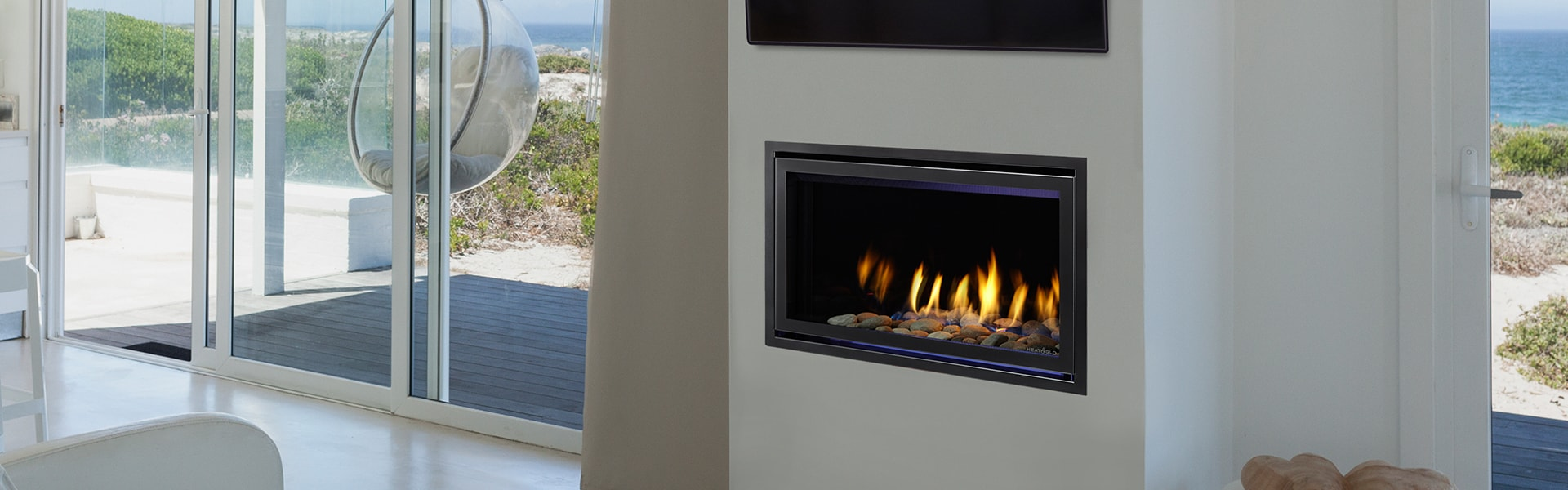<p>COSMO 32 Gas Fireplace</p>